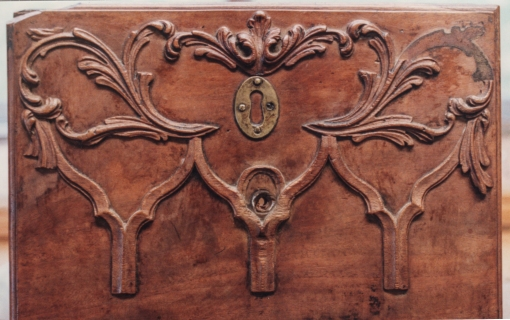 Dressing table, Philadelphia c. 1770 Carved drawer before treatment